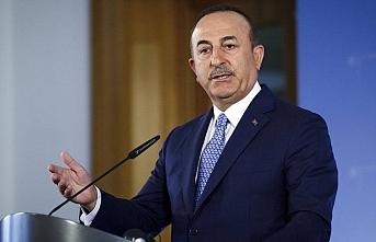 Çavuşoğlu, KKTC Dışişleri Bakanı ile ortak basın toplantısı düzenliyor.