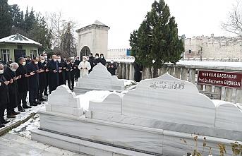 Erdoğan'dan Erbakan'ın kabrine ziyaret