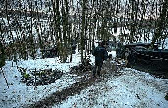Göçmenler kış soğuğunda yaşam mücadelesi veriyor