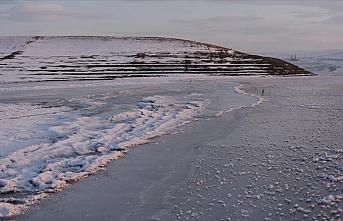 Kars'ta baraj gölü dondu