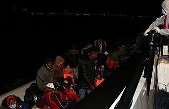 Türk kara sularına itilen 48 sığınmacı kurtarıldı