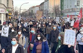 Binlerce kişi Hanau kurbanları için yürüdü