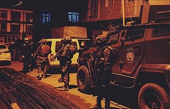'Gaybubet' evlerine baskın: 31 gözaltı