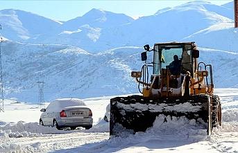 Kar nedeniyle 51 köy yolunda ulaşım sağlanamıyor