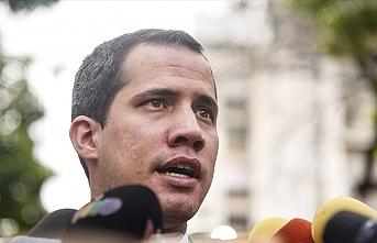 Venezuela'da Guaido, kamu görevlerinden men edildi
