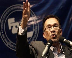 Malezya'da Enver İbrahim gerginliği
