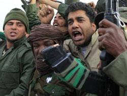 Libya`da muhalifler gösteri yapıyor