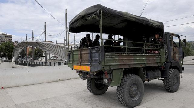Kosovalı Sırplar yolları kapattı