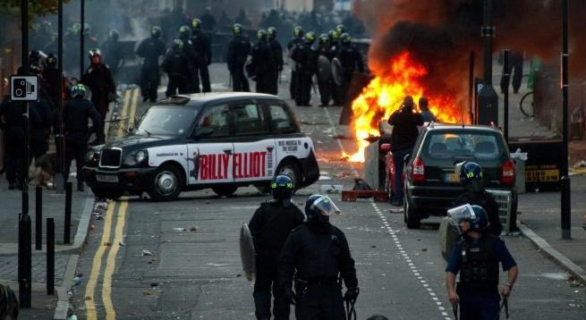 İngiltere'de isyan davaları başladı