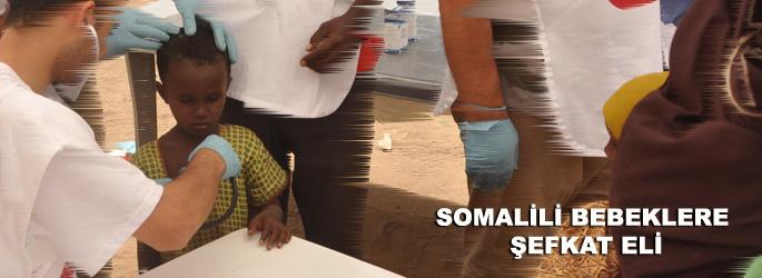 Somalili bebeklere şefkat eli
