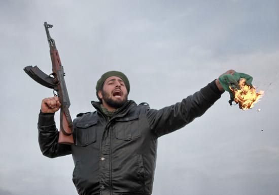 Libyalı muhalifler Kaddafi'nin peşinde