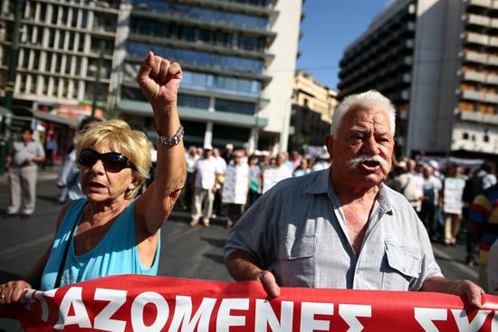 Yunanistan grevler yeniden başlıyor