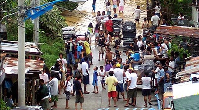 Onbinlerce insan Bangkok'tan kaçıyor