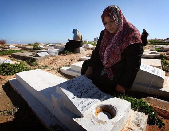 Libyalılar isyan kayıplarına ağlıyor