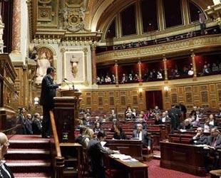 Fransa Senatosu'nda kritik oylama