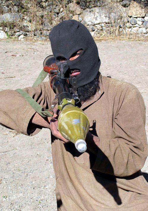 Taliban'a hava saldırısı: 20 ölü