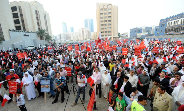 Bahreyn'de onbinler kralı protesto ediyor