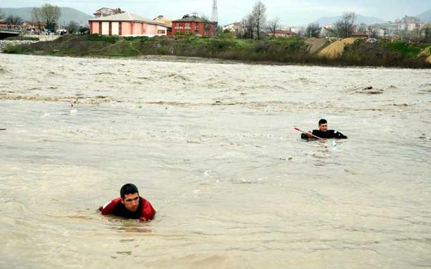 Zonguldak'ta acılı bekleyiş sürüyor