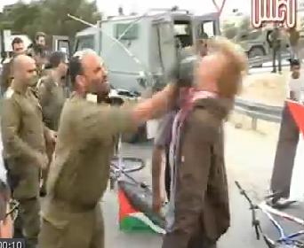 Filistin aktivistlerine dipçikli saldırı-VİDEO