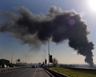 Zeytinburnu'ndaki yangın büyüyor
