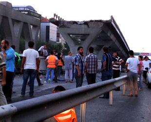 Avcılar'da metrobüs köprüsü çöktü: Bir ölü