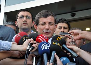 Davutoğlu, Türkiye'ye döndü