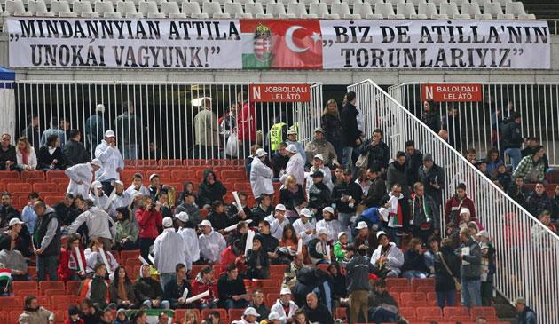 Macaristan maçtaki bu pankartı konuşuyor