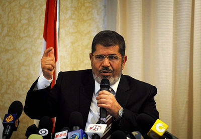 Mursi yetkilerini devredecek