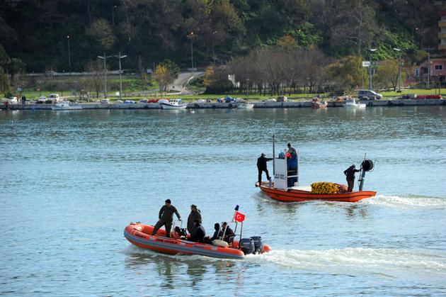 Avlandığı ağlarla kayıp balıkçıyı aradılar-FOTO
