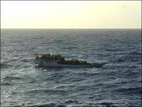 Suriyelileri taşıyan tekne battı, 3 kişi kayıp