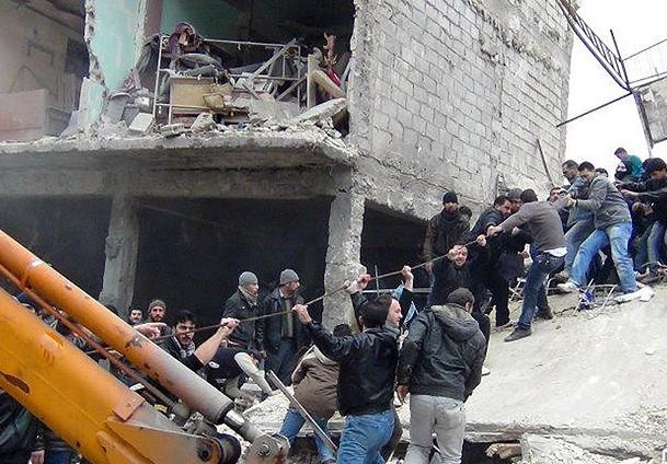 Esad güçleri yine fırın bombaladı: 15 ölü