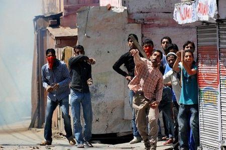 Hindistan'da Keşmirli öğrencilere saldırılar sürüyor