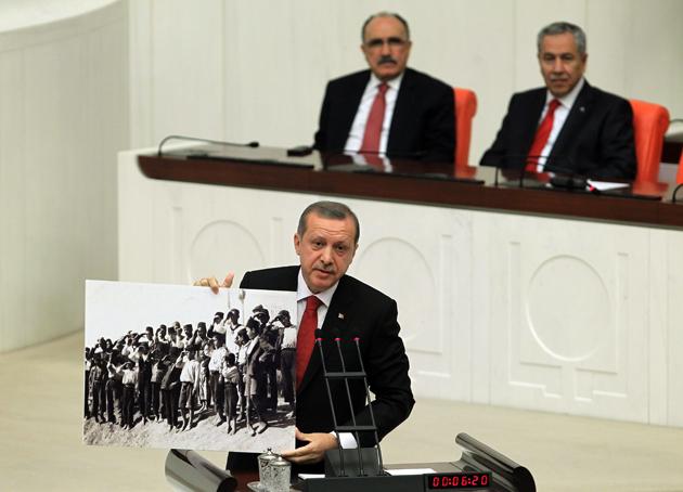 Erdoğan, yırtık elbiseli çocukları gösterdi-FOTO