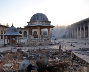 Emevi Camii'nin minaresi çatışmada yıkıldı