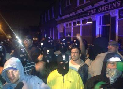 İngiltere'de ırkçılar camilere saldırıyor! -VİDEO