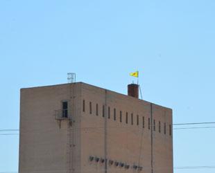 PYD, Resulayn sınırına bayrağını dikti