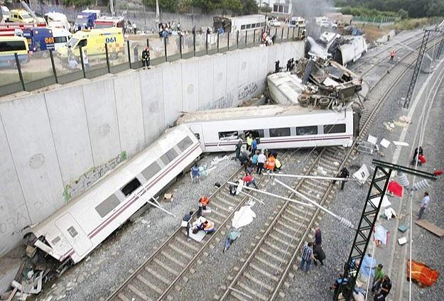 İspanya'da tren raydan çıktı: 77 ölü