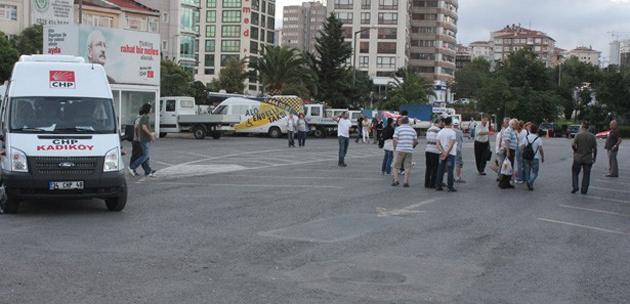 CHP minibüsleri Silivri için pankart taşıdı