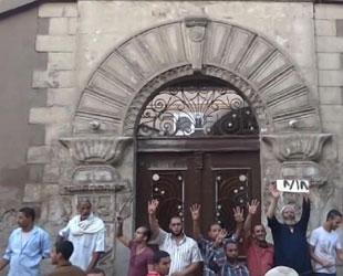 Darbe karşıtları kiliseyi korumaya aldı