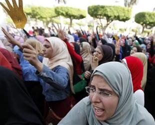 Mısır'da darbe karşıtı öğrenci gösterileri sürüyor