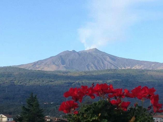 Etna yeniden lav püskürtmeye başladı
