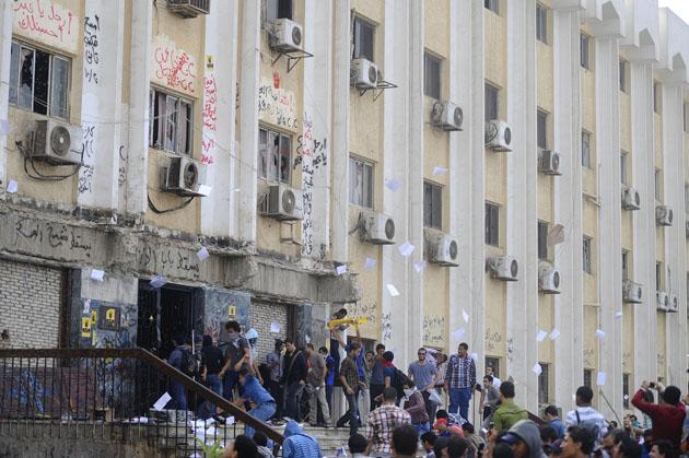 Ezher yurtları basıldı, öğrenciler gözaltında