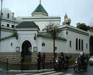 Paris Büyük Camii'ne çirkin saldırı