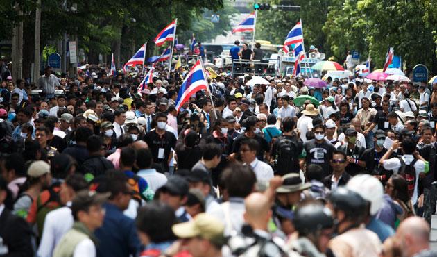 Tayland'da ordudan itidal çağrısı