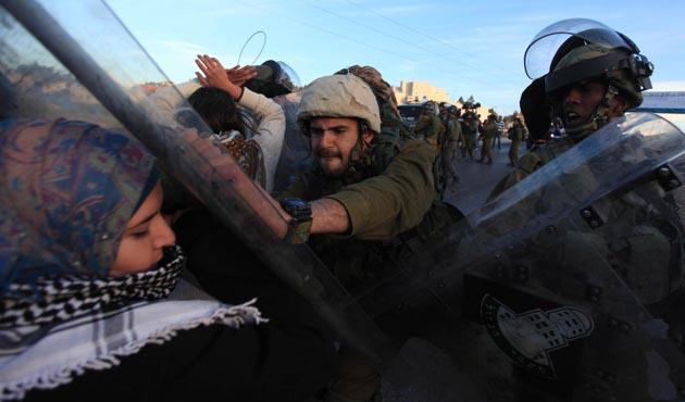 Filistinli öğrenciler İsrail'i protesto etti
