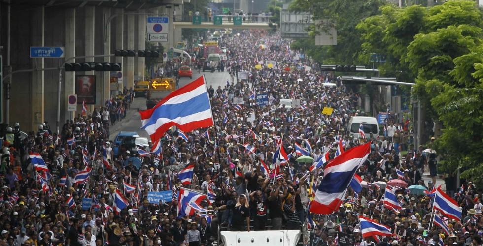 Tayland'da göstericiler Başbakanlığın elektriğini kesti