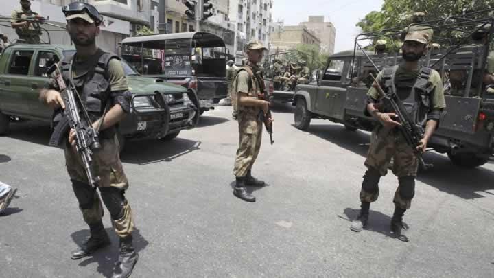 Pakistan'da intihar saldırısı: 11 ölü