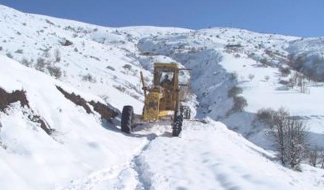 Yurt genelinde binlerce köy yolu kapandı