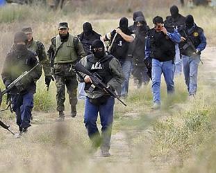 Meksika'da halk çetelerle savaşa girdi