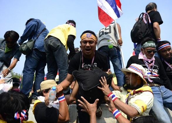 Tayland'da göstericilere şüpheli saldırı